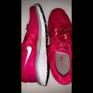 pink nike runners ✰